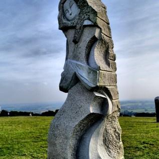 SAINT TUGEN Sculpteur : Inès ferrera chantier 2013 hauteur : 4,60 m poids : 8,5 tonnes