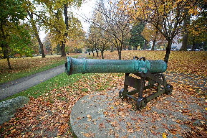 Numerous statuary and memorials were located throughout the park including the Spanish Cannon (1900)