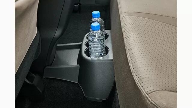 新型レクサスCT後部座席ドリンクホルダー