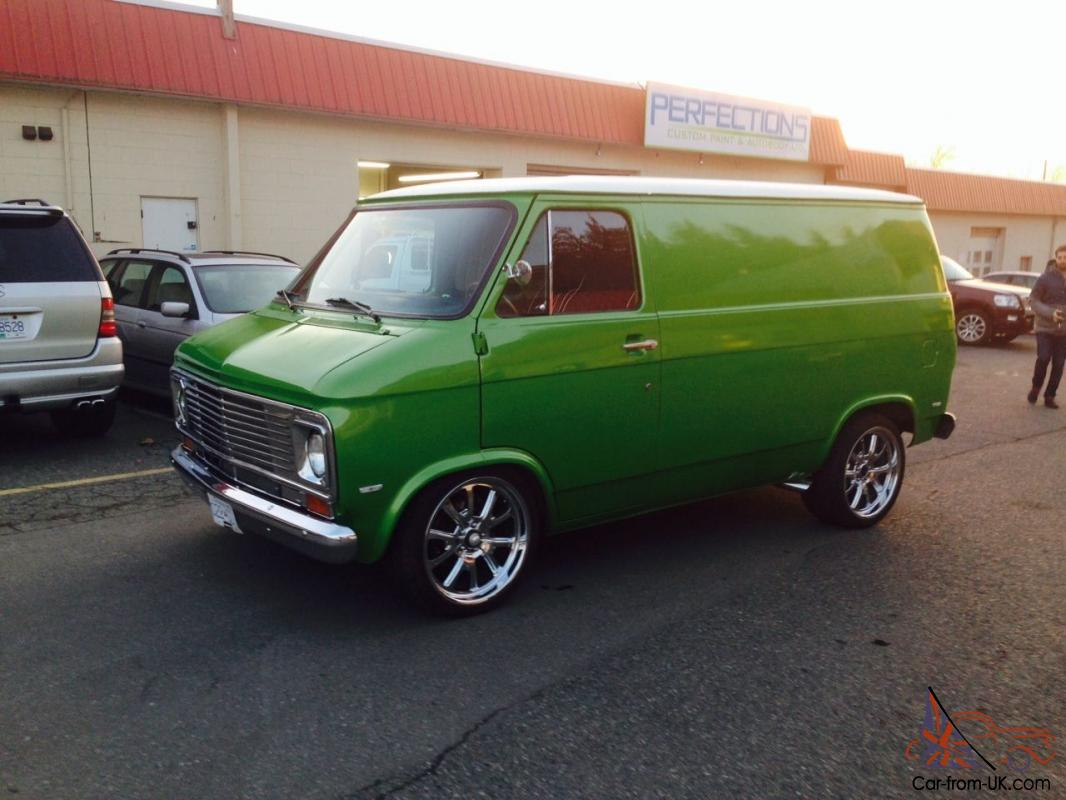 hight resolution of green astro van