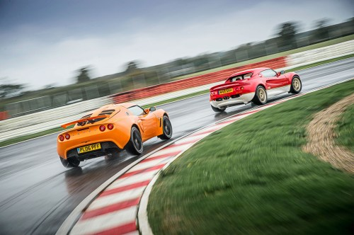 small resolution of lotus elise chases exige on track