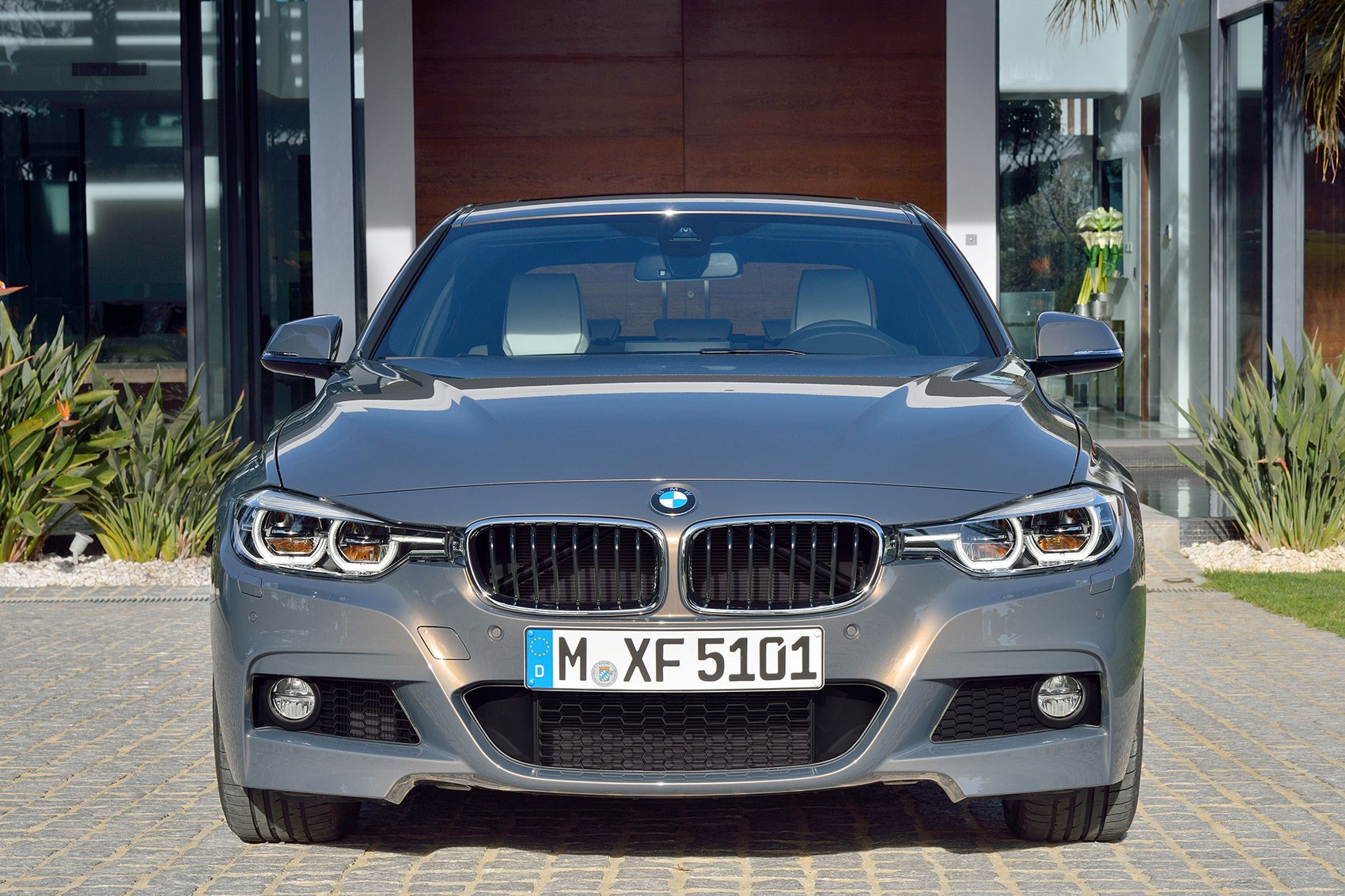 hight resolution of  revised 3 series front end looks lower and wider
