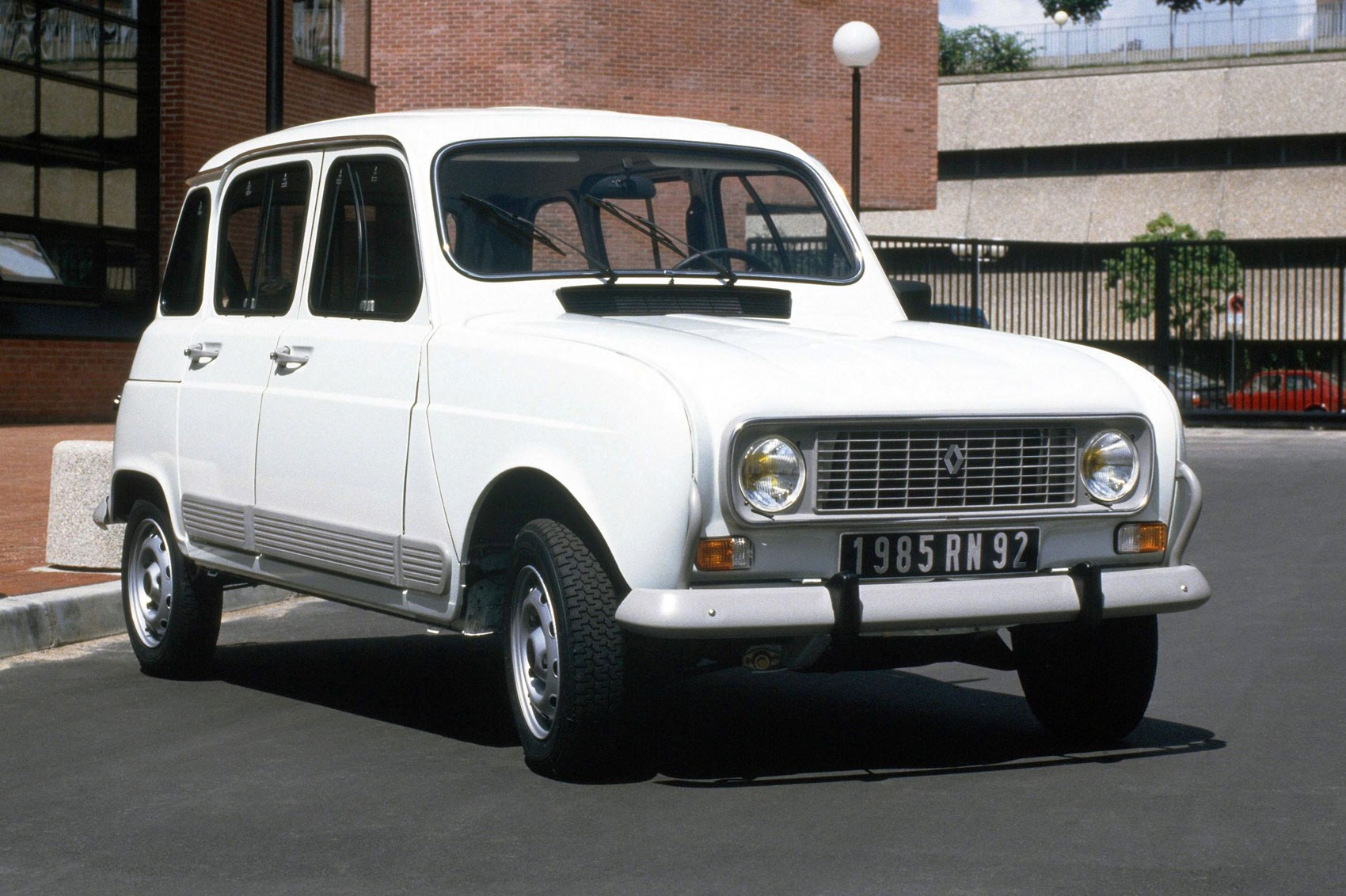 hight resolution of  latest renault 4 was two and a half years old paraded 51 246km across the odometer and was reasonably shagged in every department