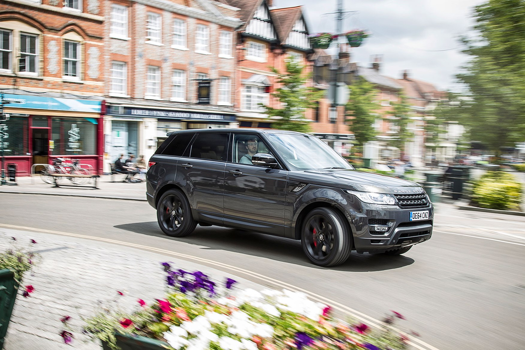 range rover sport much higher off the ground than the others you don t step out  [ 1700 x 1133 Pixel ]