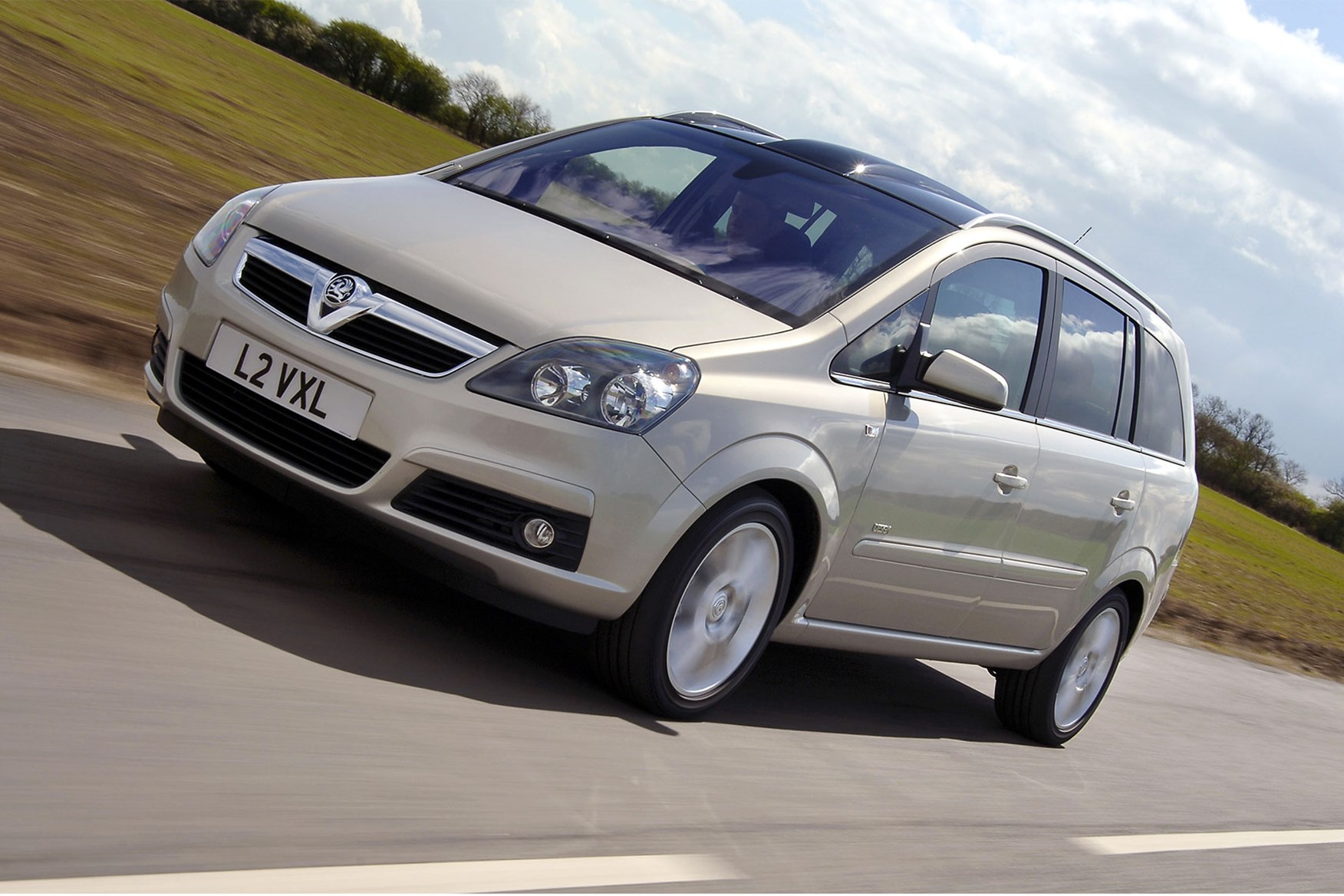 hight resolution of vauxhall zafira b fire risk explained