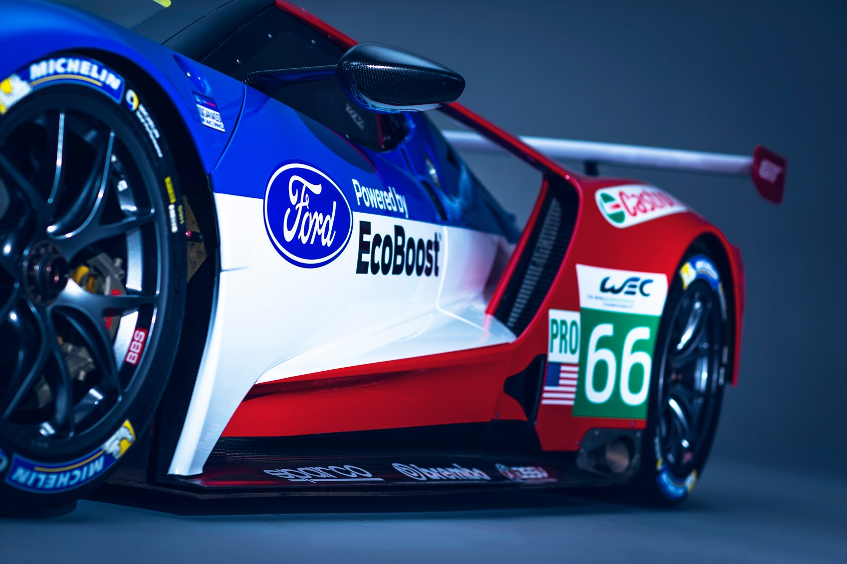 Wallpaper Night Car Race Jaguar Just How Much Of A Racing Car Is The New Ford Gt Car