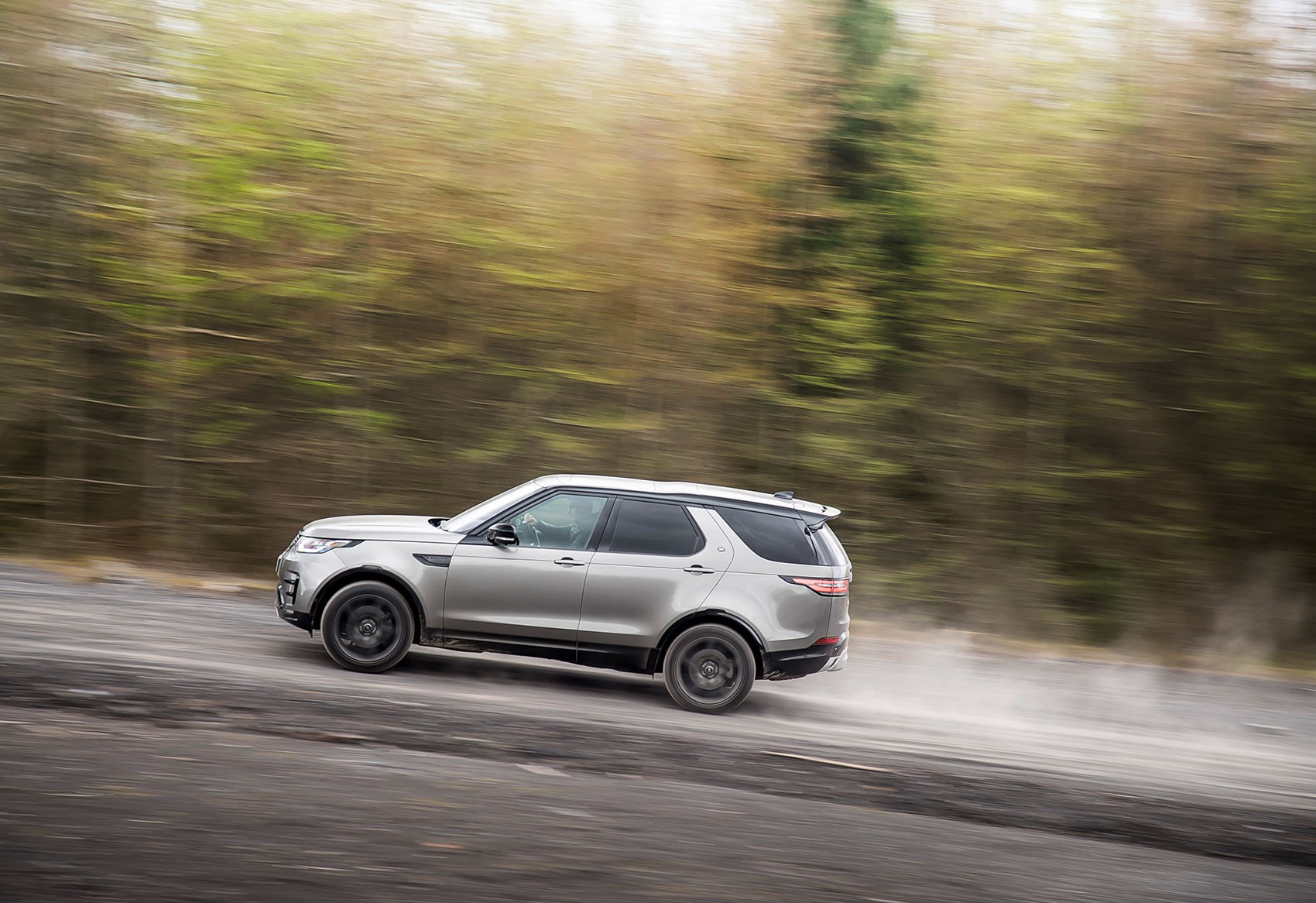 hight resolution of land rover discovery vs its rivals land rover discovery 5 in its natural habitat