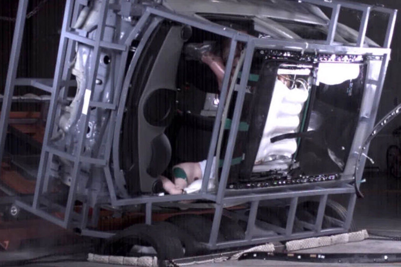 hight resolution of  world s first panorama sunroof airbag among new hyundai safety kit tests