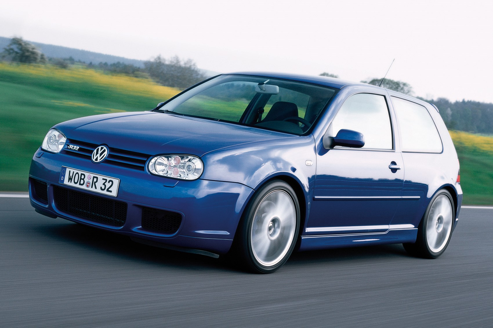 hight resolution of driving the classics volkswagen golf r32 mk4 2002 review