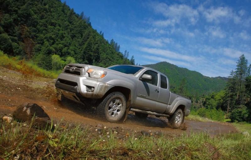 0014-tacoma-dirt-road-grass