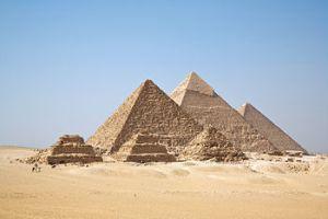 Imagen de las pirámides egipcias de Keop, Kefren y Miserino