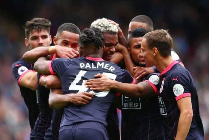 Huddersfield Duduk Di Puncak Klasemen Usai Taklukkan Crystal 3-0