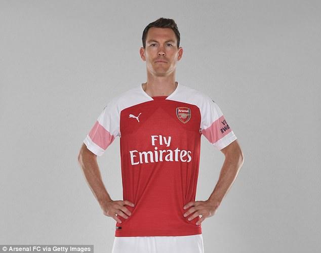 Stephan Lichtsteiner Jadi Pembelian Pertama Arsenal Direzim Emery