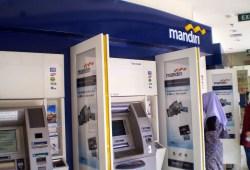 4 Cara Mengatasi Kartu ATM Tertelan di Mesin ATM dan Pencegahannya