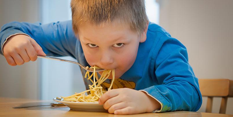 obligar a los niños a comer