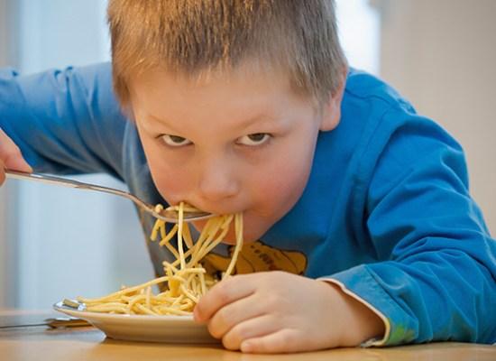 заставить детей есть