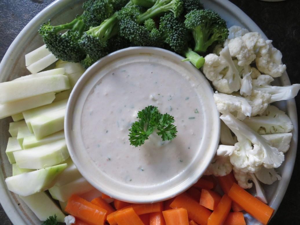 Veggie platter & yogurt dip