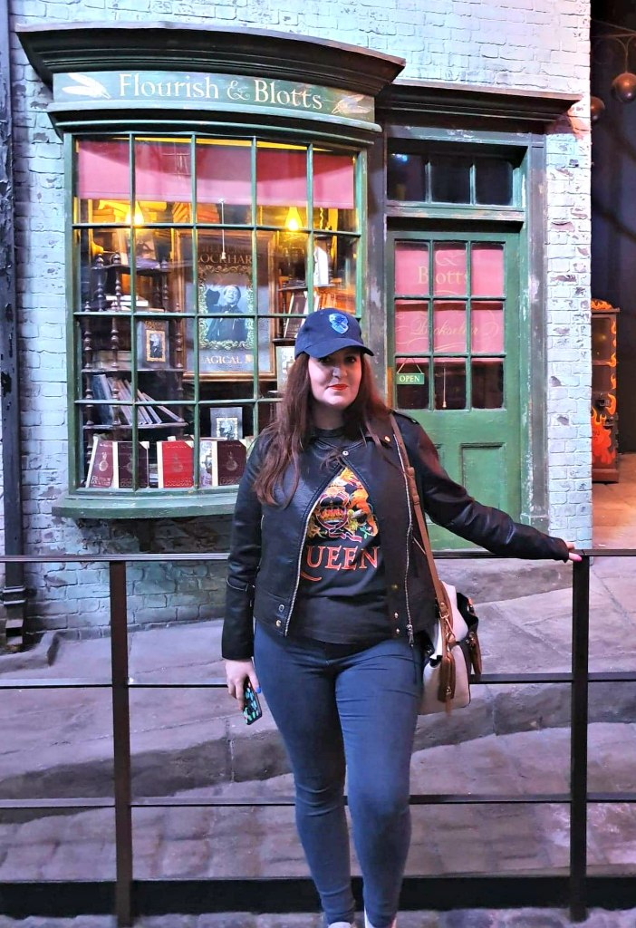 Warner Brothers Studio Tour - sets - Diagon Alley - Floruish and Blotts