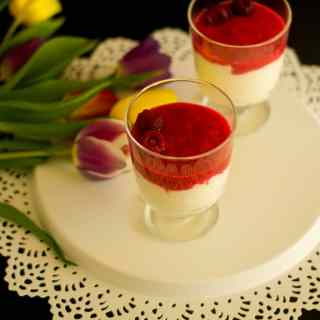 Rhubarb and Strawberry Fool – Rhubarb And Strawberry Compote with Whipped Cream