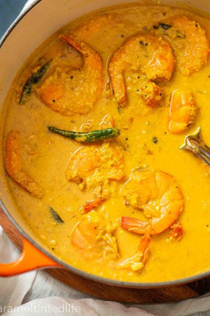 Instant Pot Goan Prawn Curry is a simple dish with complex flavors, with plump and tender prawns that sing with flavors from the curry. #instantpot #instantpotcurry #instantpotprawncurry #prawncurry #goanprawncurry #instantpotgoan #instantpotrecipe
