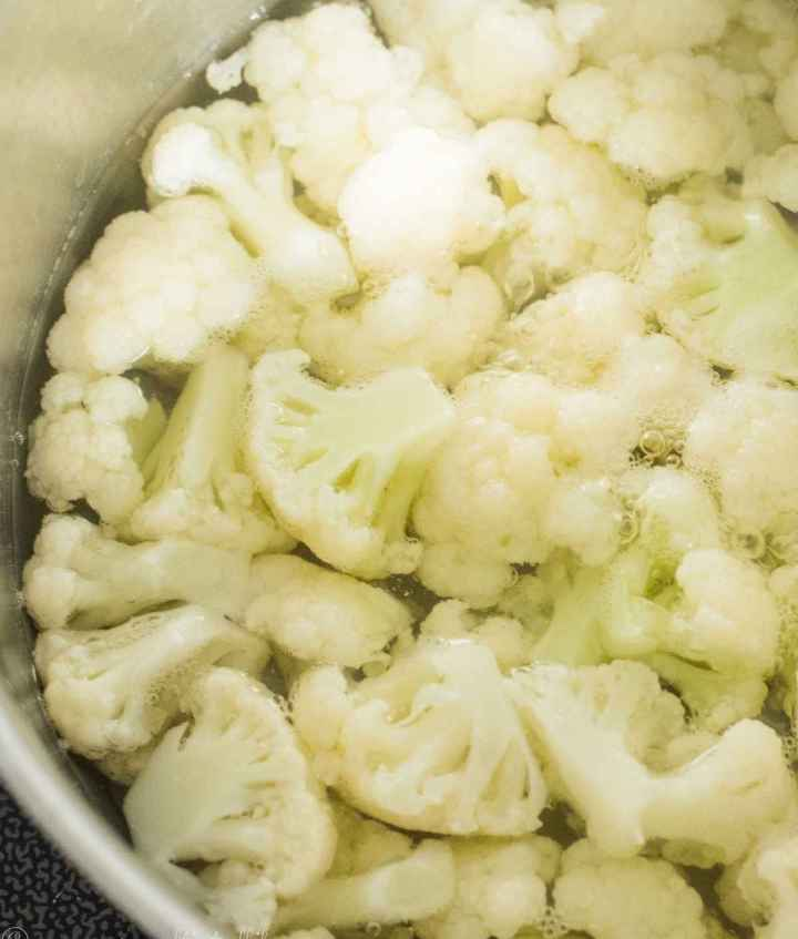 Par-boiling cauliflower in water
