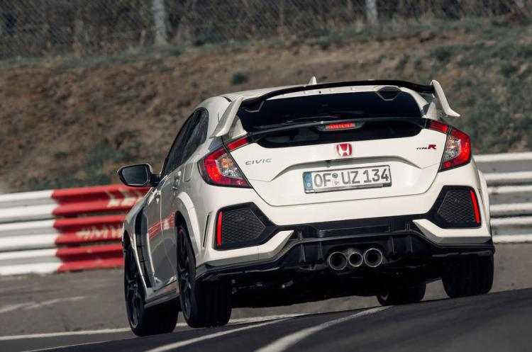 Honda Civic TypeR Nurburgring Time Attack April 2017 Worldwide Copyright: © Patrick Gosling, Chris Brown/ Beadyeye Filename: 170403_CivicTypeR_TimeAttack _329.cr2