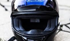 cara mencuci helm motor agar tidak bau apek