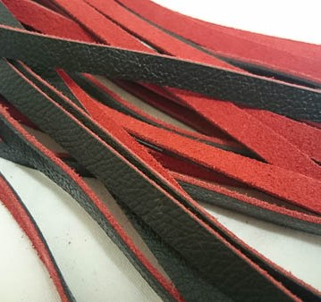 uber kinky red and black flogger cara sutra review-12