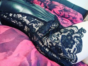 Dreamgirl Beyonce Faux Leather And Lace Corset Review 1-44