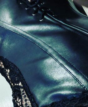 Dreamgirl Beyonce Faux Leather And Lace Corset Review 1-46