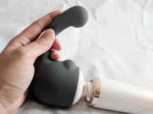 Le Wand Rechargeable Vibrating Wand Massager Review With Curve Attachment-65