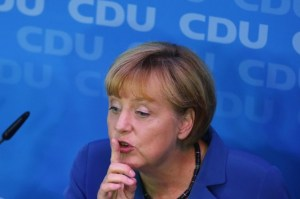 Merkel-zitti-tutti-638x425