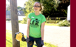 Lindsey Parker Volunteers with Life Remodeled