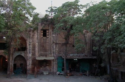 QurdBeg han court - walled in iwan