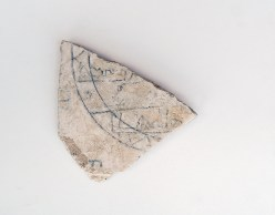 Fragment of wall plaster with a Qur'anic inscription excavated from an elite residence of the Midrarid period. Sijilmasa, 9th/10th century. 21 x 19 cm. Ministère de la culture et de la communication du Royaume du Maroc.