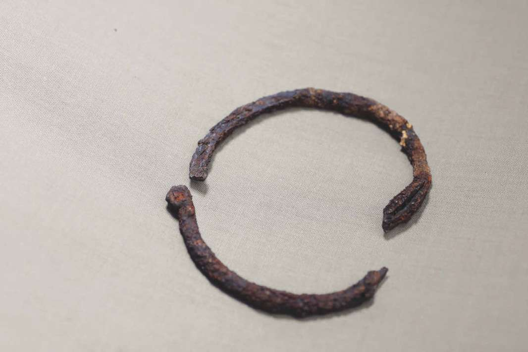 Iron bracelet excavated at Gao Saney, 8th century/10th century. Approximately 6 x 4.5 x 6 cm. Lev. 2, LRF 2. Direction nationale du patrimoine culturel, Mali. Photograph by Seydou Camara