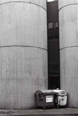 Saarbrücken Exkursion: in die Täler gerutschter Beton mit Fenstern