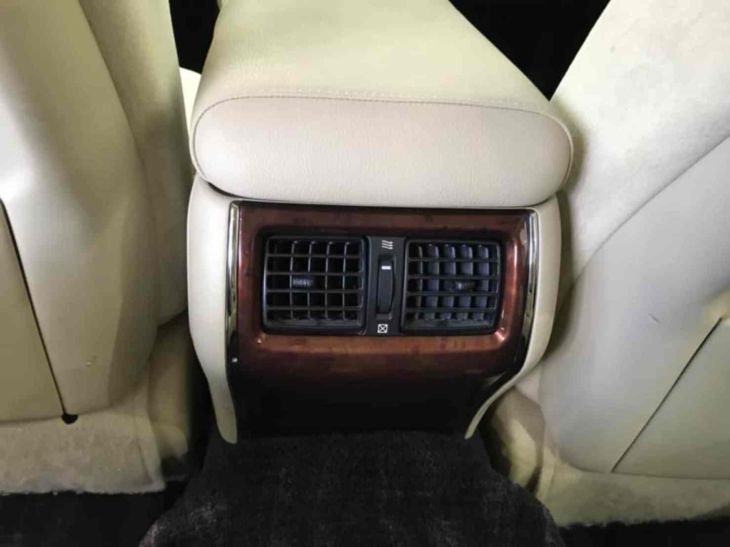 クラウンマジェスタの後部座席のエアコン