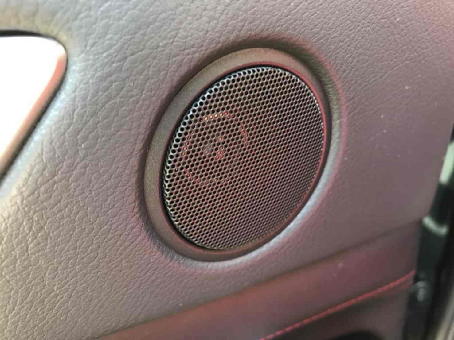レクサスGSの後部座席ドアのもう一つのスピーカー