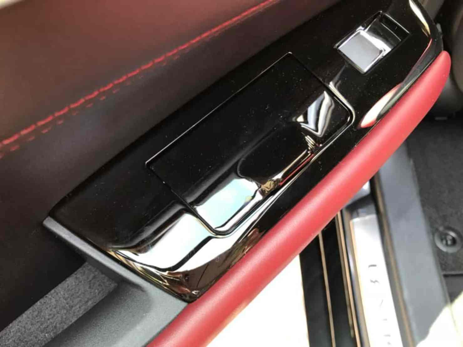レクサスGSの後部座席ドアのパワーウィンドウスイッチ