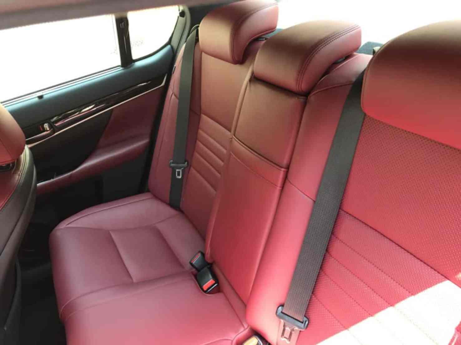 レクサスGSの後部ドア側から見た後部座席