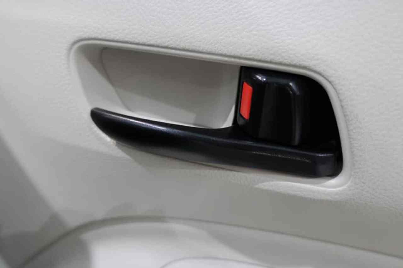 シエンタの運転席ドアのインナーハンドル