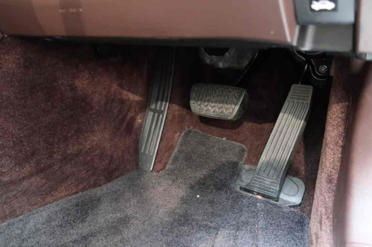 レクサスLSのブレーキ、アクセルペダル