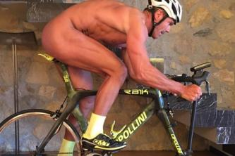 mario-cipollini-riding-naked-his-indoor-bike.