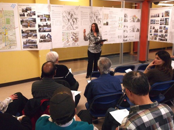 Photograph of Jo-Anne Pringle leading a MARA focus group on April 5, 2011.