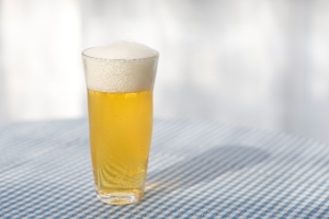 空港ラウンジのアルコール類の提供