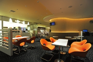 関西国際空港のKIXエアポートラウンジはネットカフェ