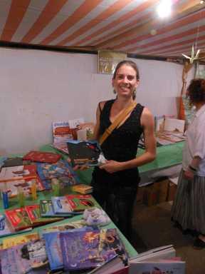 Una altra col·laboradora nostra, na Catalina Ferrer, mostrant el seu futur negoci