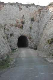 Ben aviat et trobes un túnel.