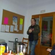 Javier Matesanz, presentant el teatre de barra